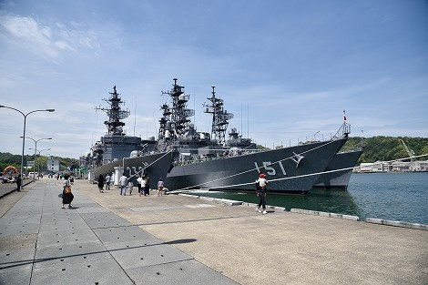 海上自衛隊舞鶴基地 北吸桟橋で護衛艦